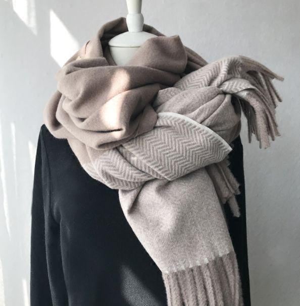 天气太冷 帽子 围巾 手套齐出动