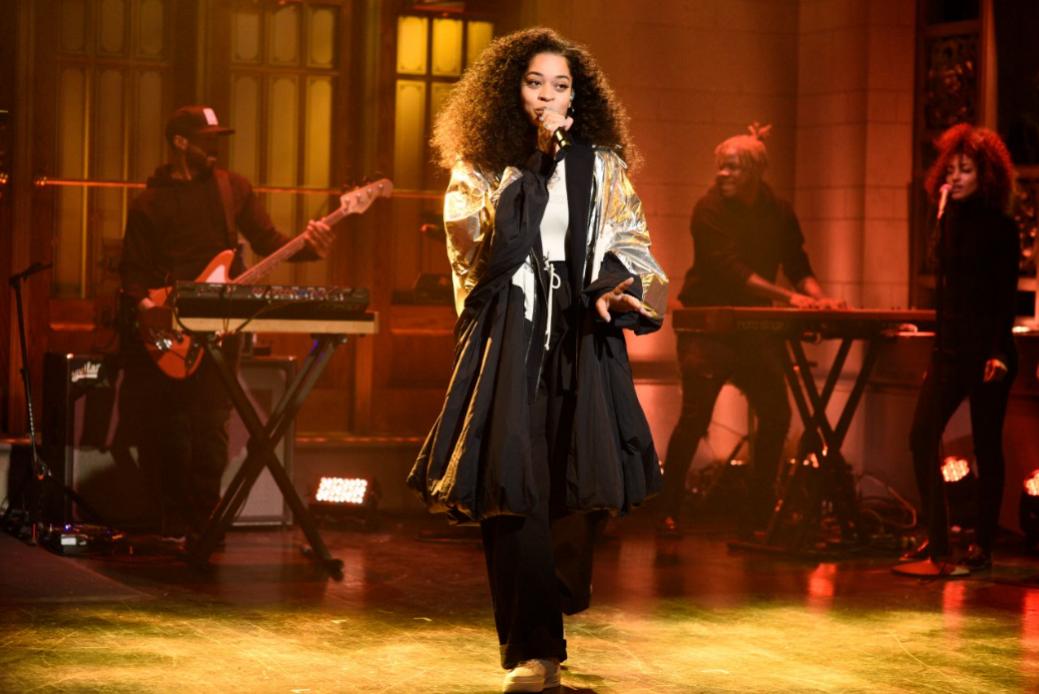 《SNL》史蒂夫・卡瑞尔爆笑扮演失忆父亲 当红R&B歌手艾拉・梅打榜热门