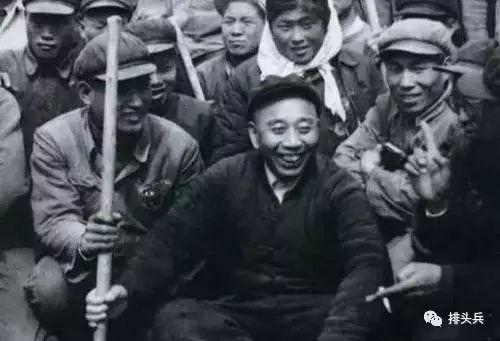 王震在新疆_王震将军在 新疆 的照片