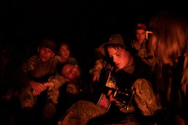 他们仍是孩子乌克兰军事锻炼营教人若何对准射