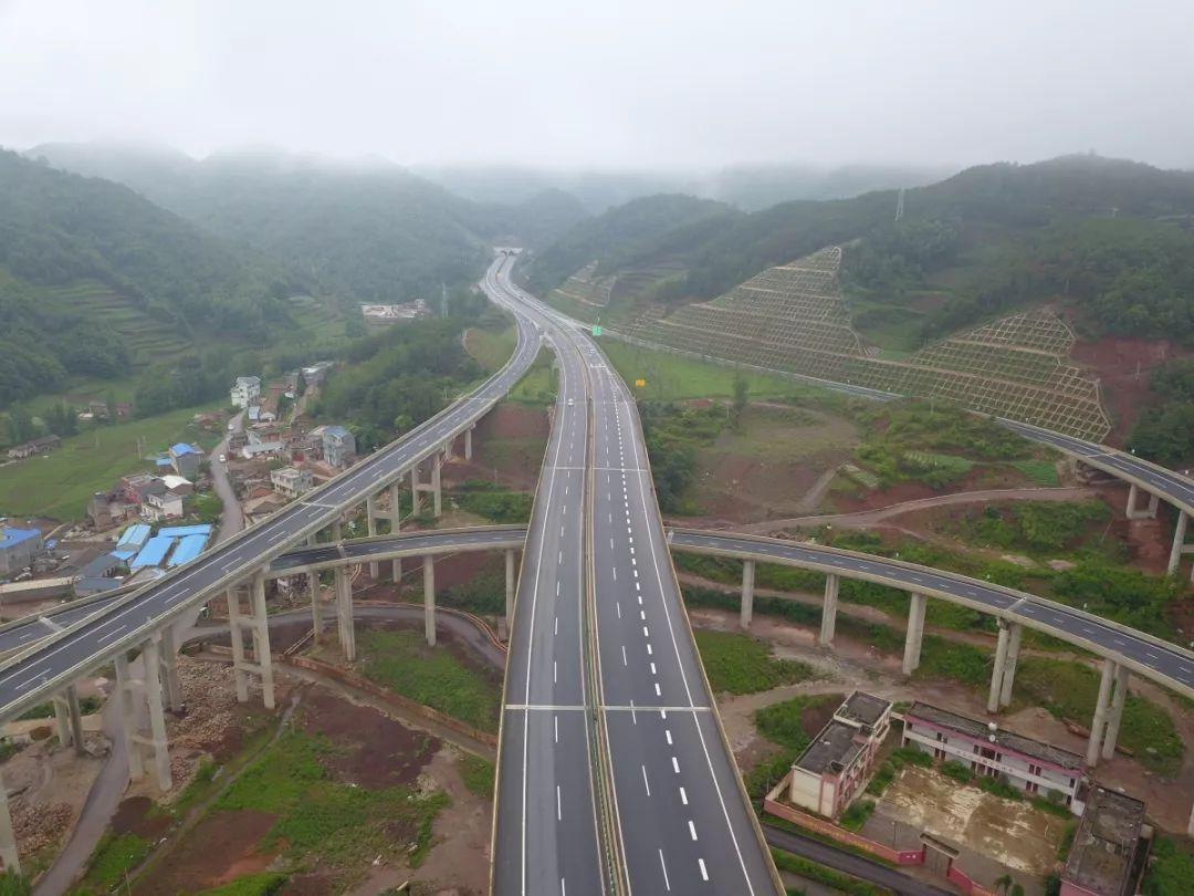 ...会泽穿过18个隧道,体验会泽到曲靖的新高速路..._手机搜狐网