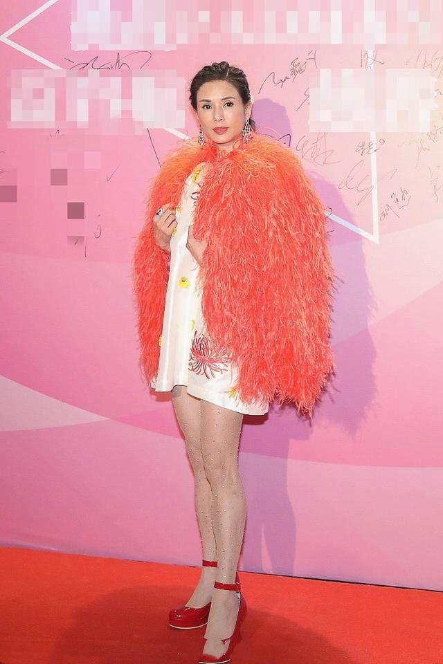 小龙女李若彤好像一只鸵鸟,造型师长点心吧!