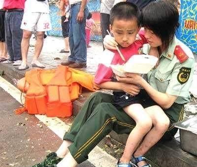 直击美国大兵跟中国军人的差距究竟有多大, 看完心酸默默流泪