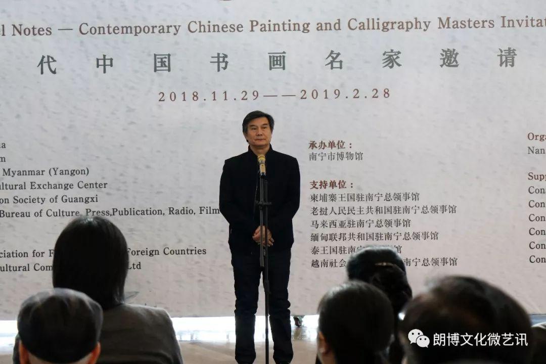 广西中华文化促进会副主席,东西方美术院院长 吴学斌先生宣布展览开幕
