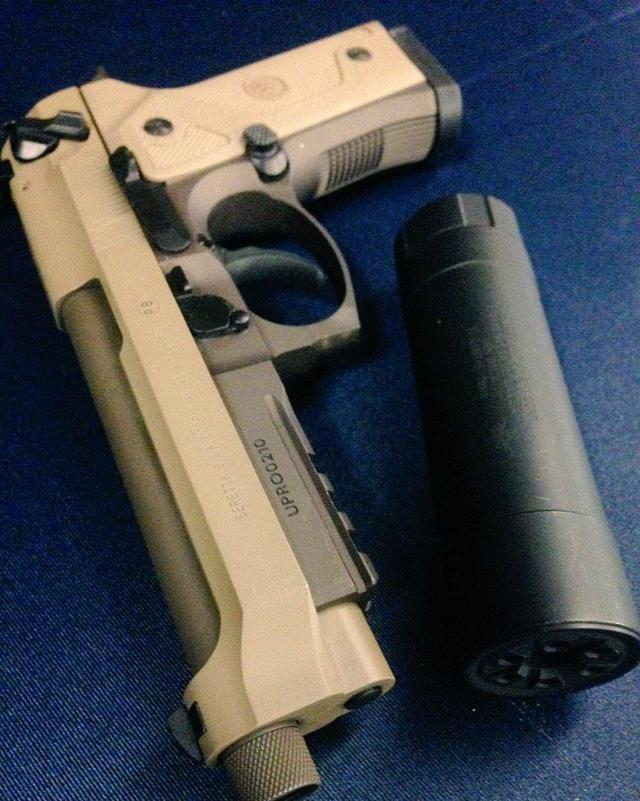 人肉�y���c!LH9k�9�m9�b_伯莱塔m9a3手枪 这把枪被美国陆军给拒绝了