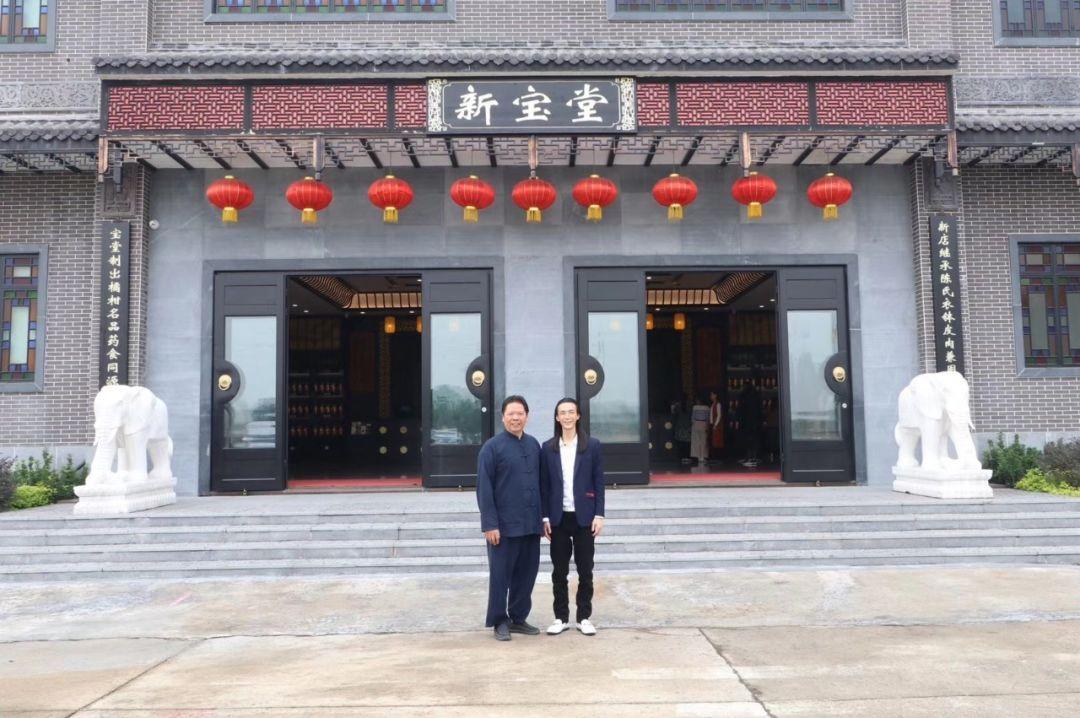 11月28日,国家级非物质文化遗产潮州工夫茶艺传承人叶汉钟老师(图一左图片