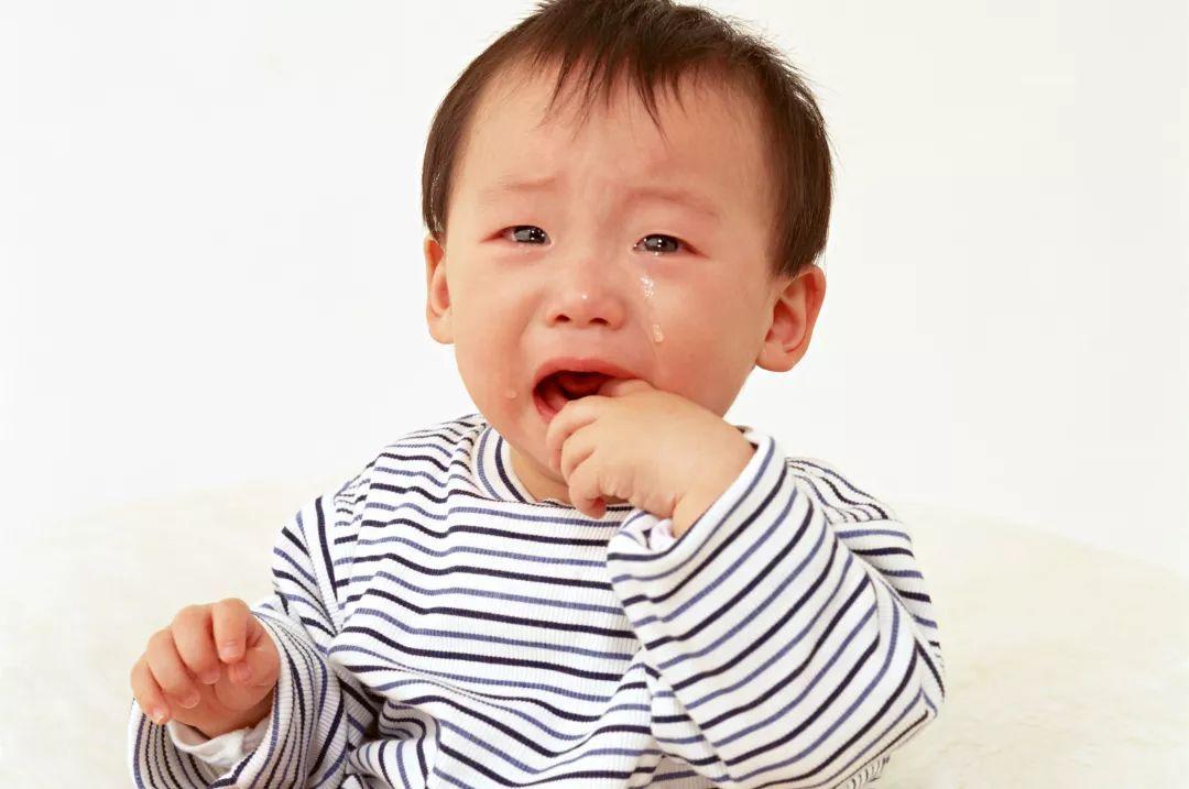 寶寶突然滿頭大汗、面色青紫 小心嬰兒蒙被綜合征