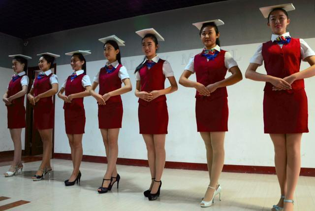 直击空姐的真实收入,职业看似光鲜亮丽,实则比普通白领还要辛苦