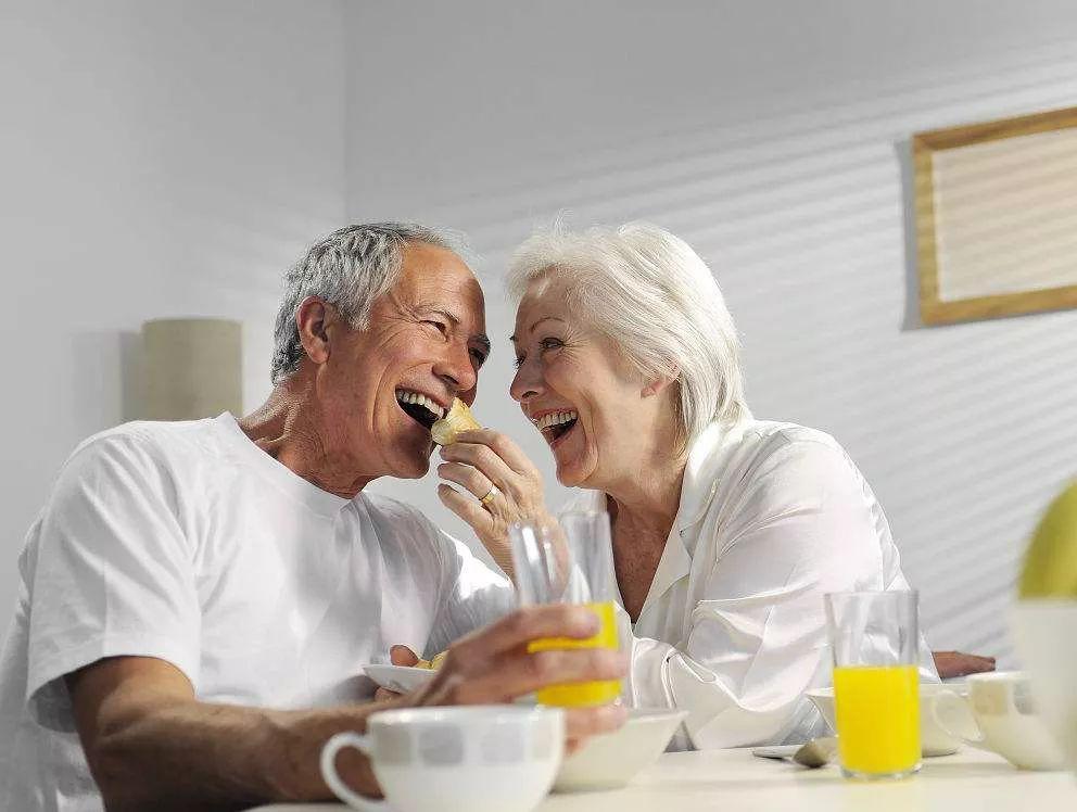 老人的颗体性生活�_老人健康 老年人如何保护心脏?十个护心妙招推荐