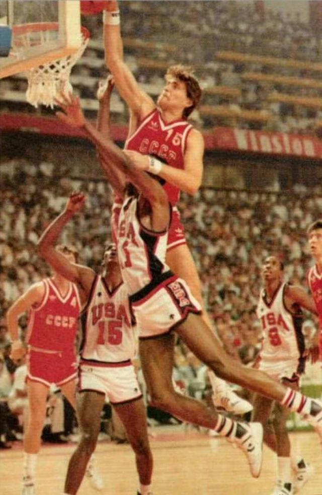 BOB电竞新闻网:关于篮球圈盛传多年的萨博尼斯 曾吊打大卫·罗宾逊的传闻