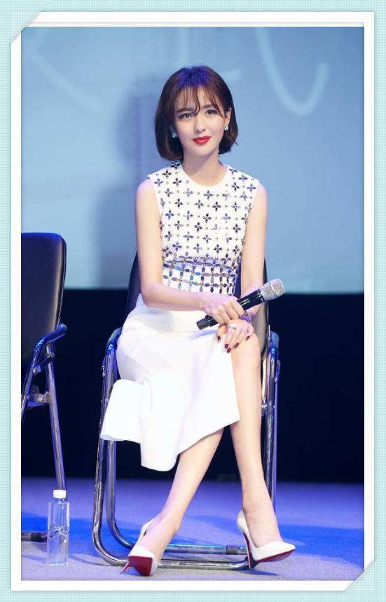 佟丽娅终于换发型,空气刘海显嫩20岁,陈思诚真是身在福中不知福