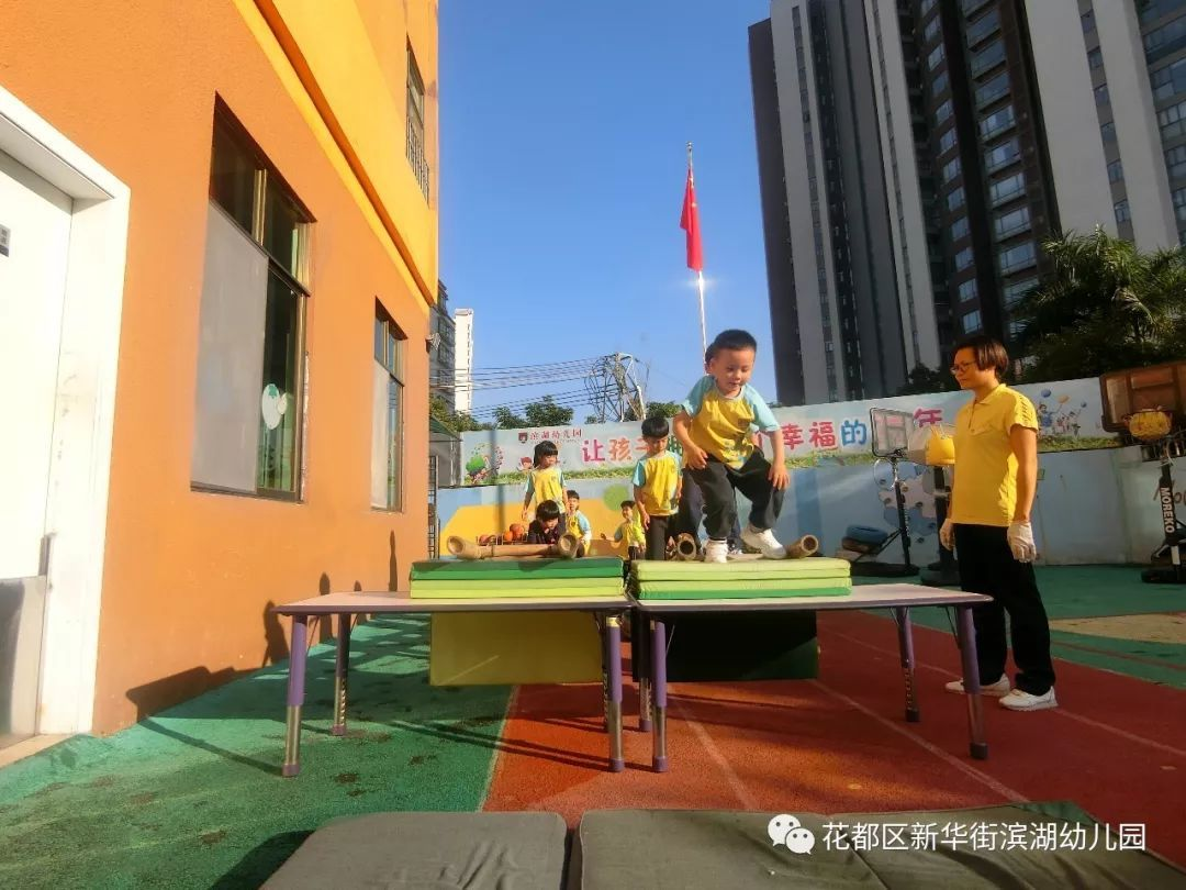 热烈欢迎幼教同行莅临我园交流指导---【阳光体育 户外体能大循环】图片