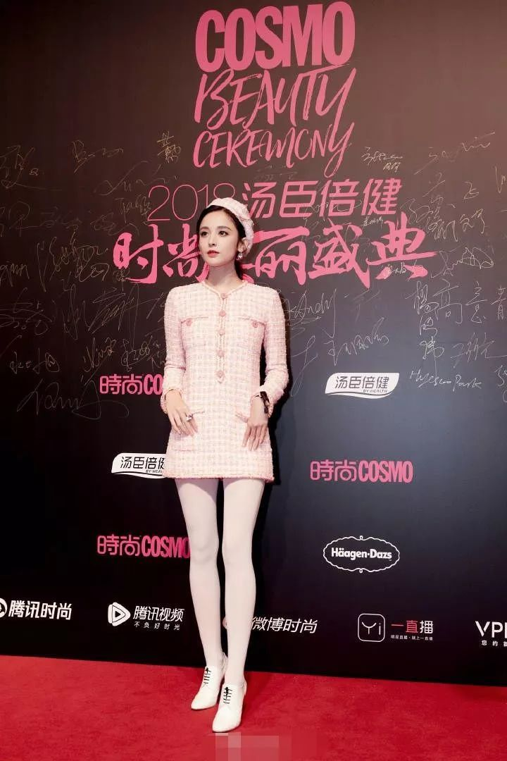古力娜扎穿粉色裙子少女心爆棚,这漫画腿看了就不想吃饭了!