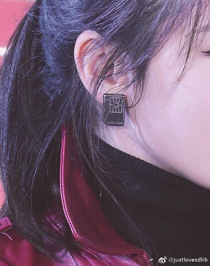 品牌活动造型时尚科普 迪丽热巴个性耳环引起粉丝高度关注