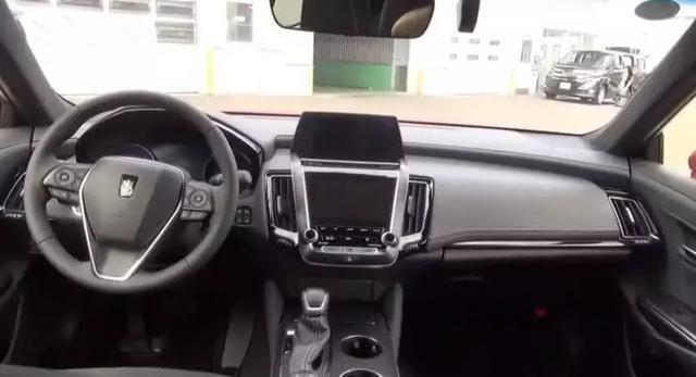 19款丰田皇冠实车现身国内标配20T+8AT售价曝光BBA汗颜