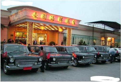 中国第一款国产公务车,外观和内饰都是奥迪,价格和桑塔纳3000一样!