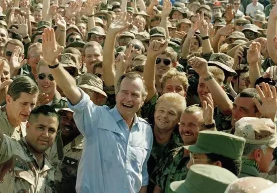 美国最长寿总统老布什去世,生前爱吃北京烤鸭