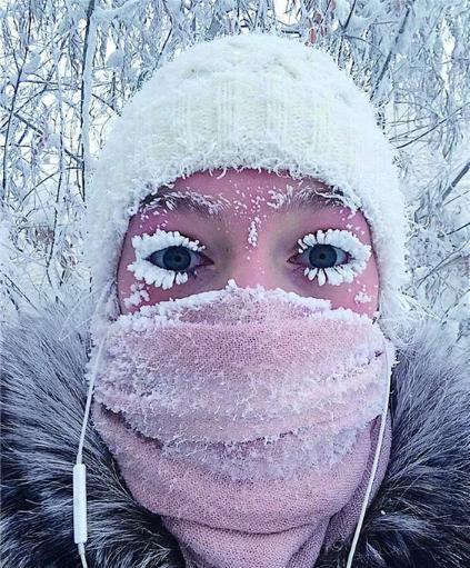5张展现地球有多么冷的图片,在户外吃口方便面,结果被冻住了