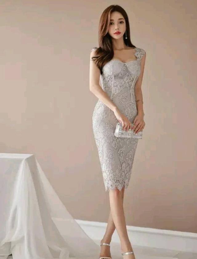 简约清新的吊带连衣裙,女神孙允珠穿出了女性独特的魅力!
