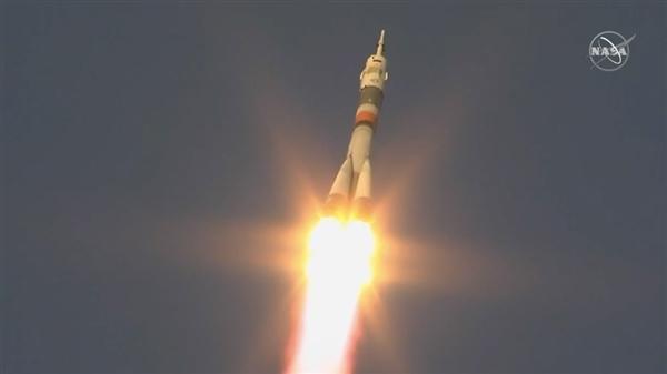 联盟MS-11载人飞船复飞后顺利升空:三名宇航员出征国际空间站