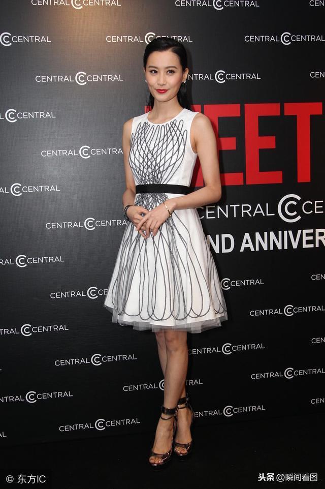 陈法拉连衣裙打扮 高跟鞋很漂亮,网友:从头美到脚!