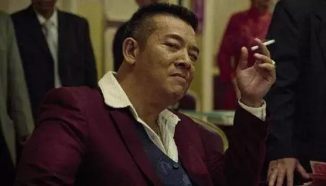 """香港电影""""冷门""""反派,演坏人不输黄秋生,从影36年第一次拿奖"""