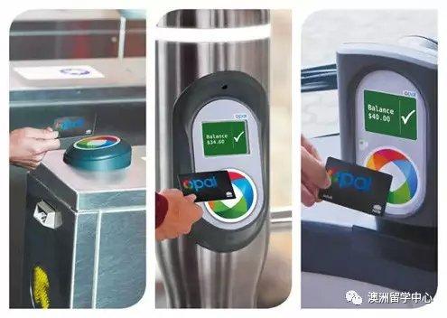 地铁里还是可以看见有人捧着手机玩