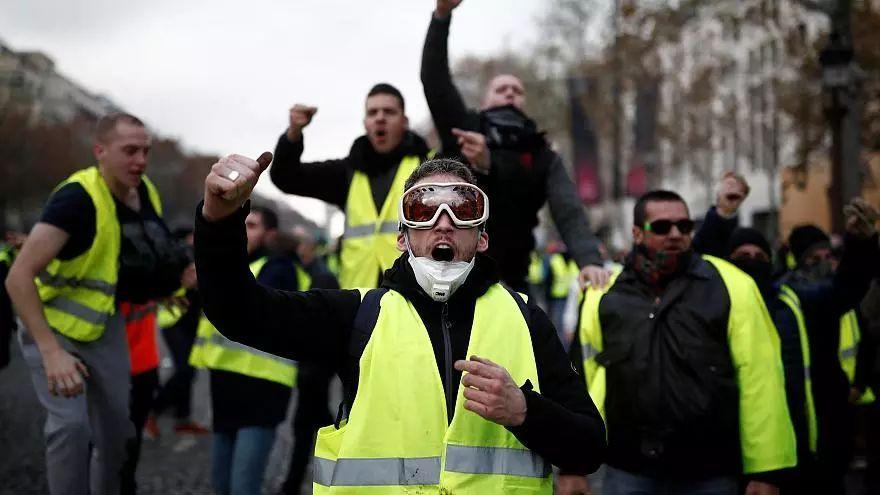 据CNN报道,法国民多认为不能思议的是,相比特朗普的情感化,马克龙在国际舞台上竟然将本身塑造成了既理智又郑重的总统现象。法国人认为,在许多改革举措上,马克龙也是个一意孤走的人。
