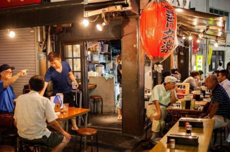 """日本人为何不喜与中国人一同就餐?只因国人吃饭时有个""""坏""""习惯"""