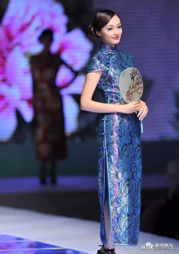 很多旗袍具有沙发,旗袍钟爱如此高雅含使用方法情趣的女性s图片