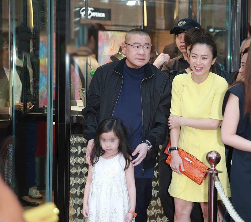 甘比号召郑秀文撑场,只因紧张女儿创业,10岁就已坐拥20亿身家