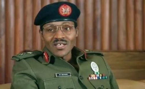 1999年尼日利亚恢复民主宪政后,布哈里重返政坛,并先后参添了2003年、2007年、2011年、2015年的总统大选,并于2015年成功当选,再次站上尼日利亚政坛的巅峰。