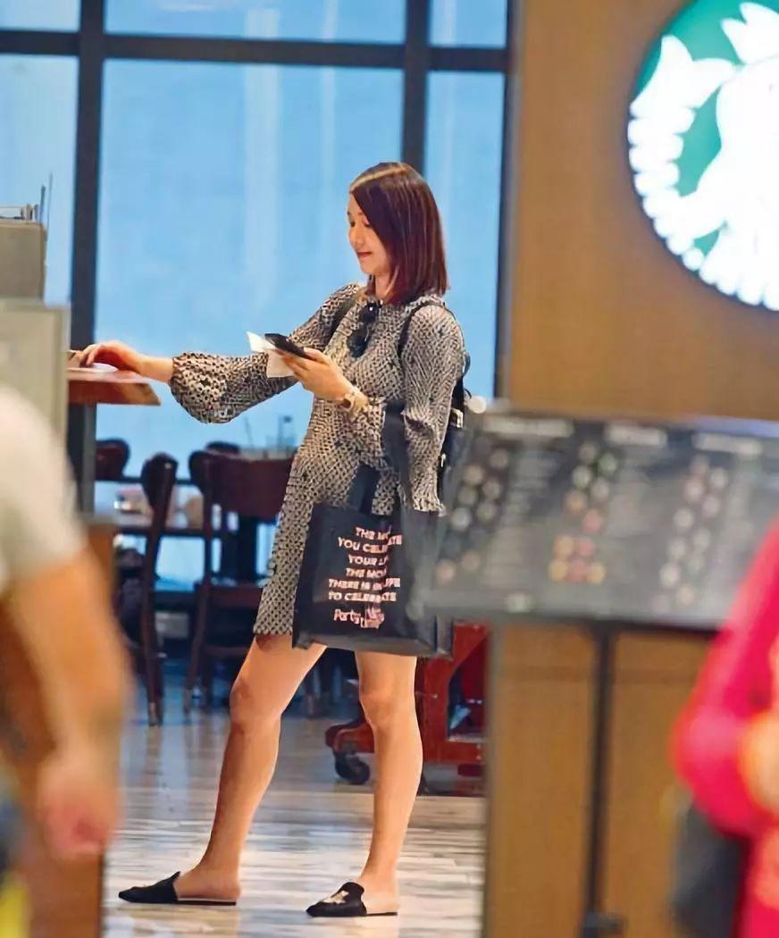 巨肚隆起明顯!王祖藍嬌妻懷孕9個月臨盆在即卻魅力依舊
