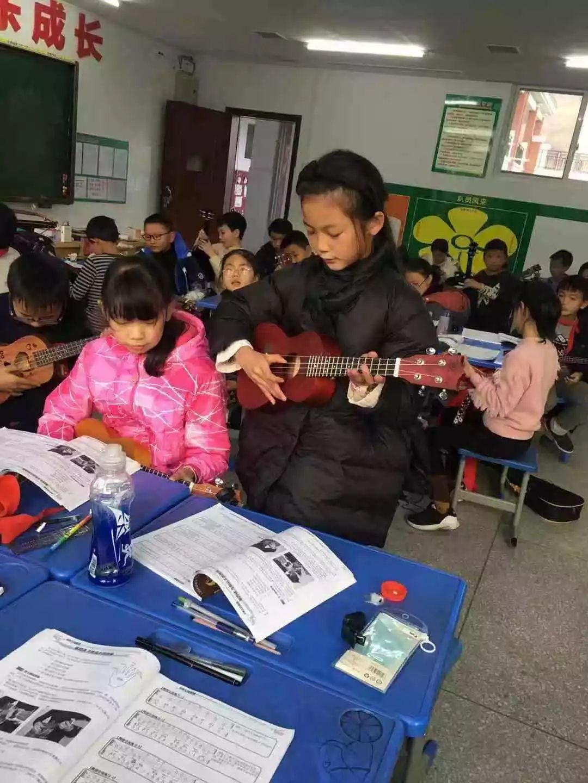 民进会员赴利川清外进行中小学生心理健康教育和音乐艺术教育调研