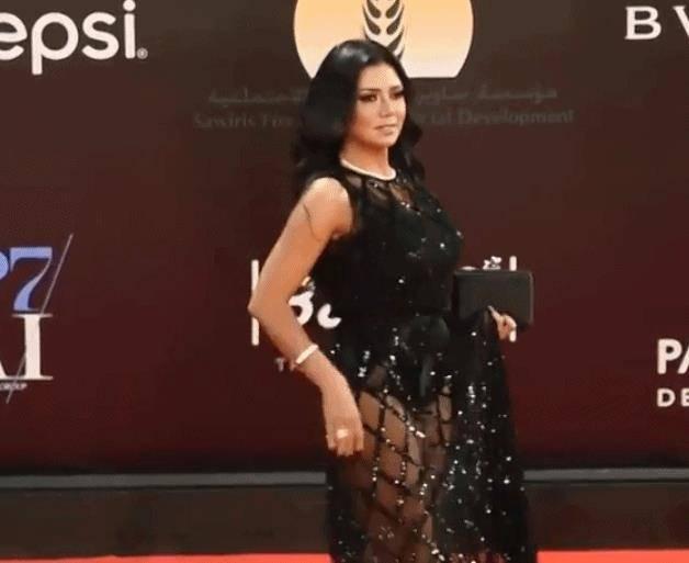 这个女演员穿镂空裙被诉 或面临五年刑期