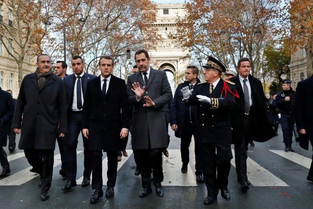 法国内务部长卡斯塔纳外示,当局正在考虑实走主要状态。