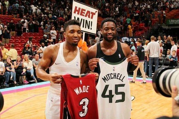 韦德四次交换球衣都是跟哪些球星?选择以这种方式结束NBA生涯
