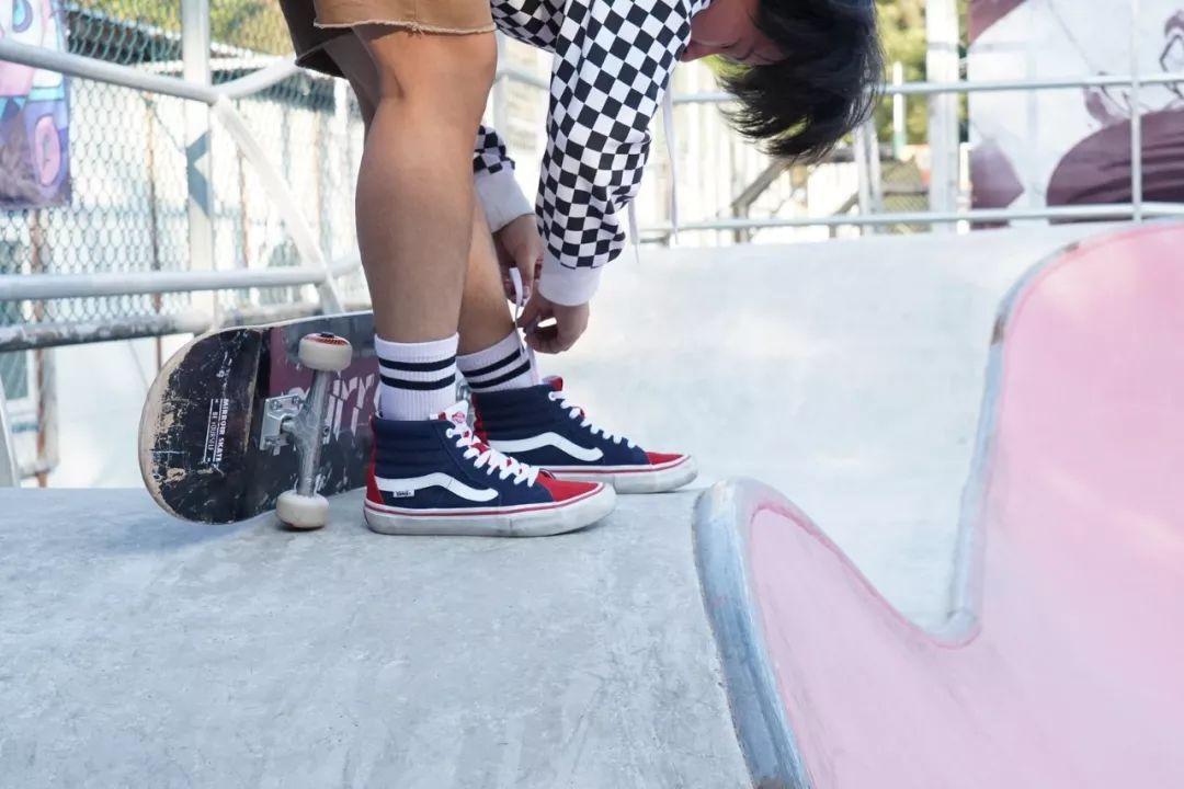 摘下高跟鞋,换成我的 Vans 滑板鞋