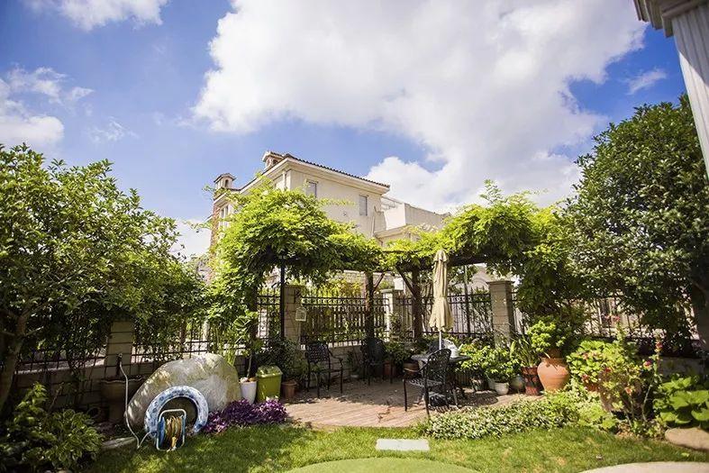 现代汉�z(�X[_旅游 正文  庭院既有现代设计感,也有农 家特色.