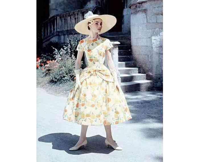 """奥黛丽赫本的最爱""""猫跟鞋""""被杨幂穿火了,时尚女王引领潮流"""