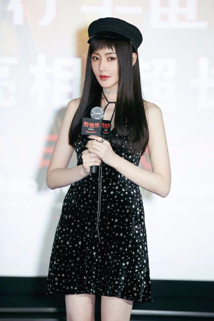 张天爱狗啃刘海太奇怪,直发浓妆又显老,颜值直线飙降!