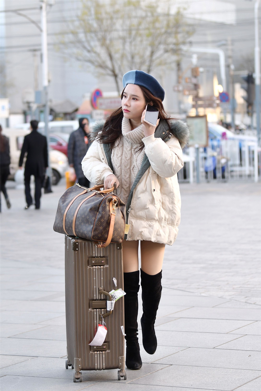 选短款羽绒服出门,你会选择哪一款过膝靴来搭配?