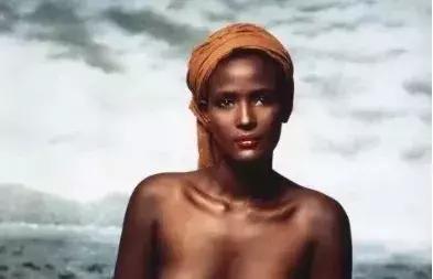 4岁被强暴割礼、嫁六旬老叟,她从地狱中走来,却活出了天使的模样-華夏娛樂360