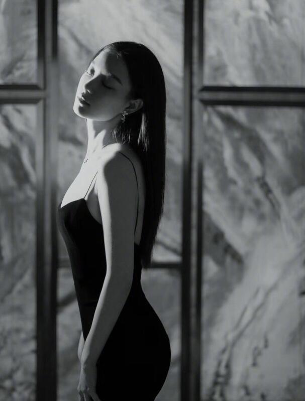"""一條裙子值400萬?這""""致命的吸引力""""讓大半個娛樂圈都在穿!"""