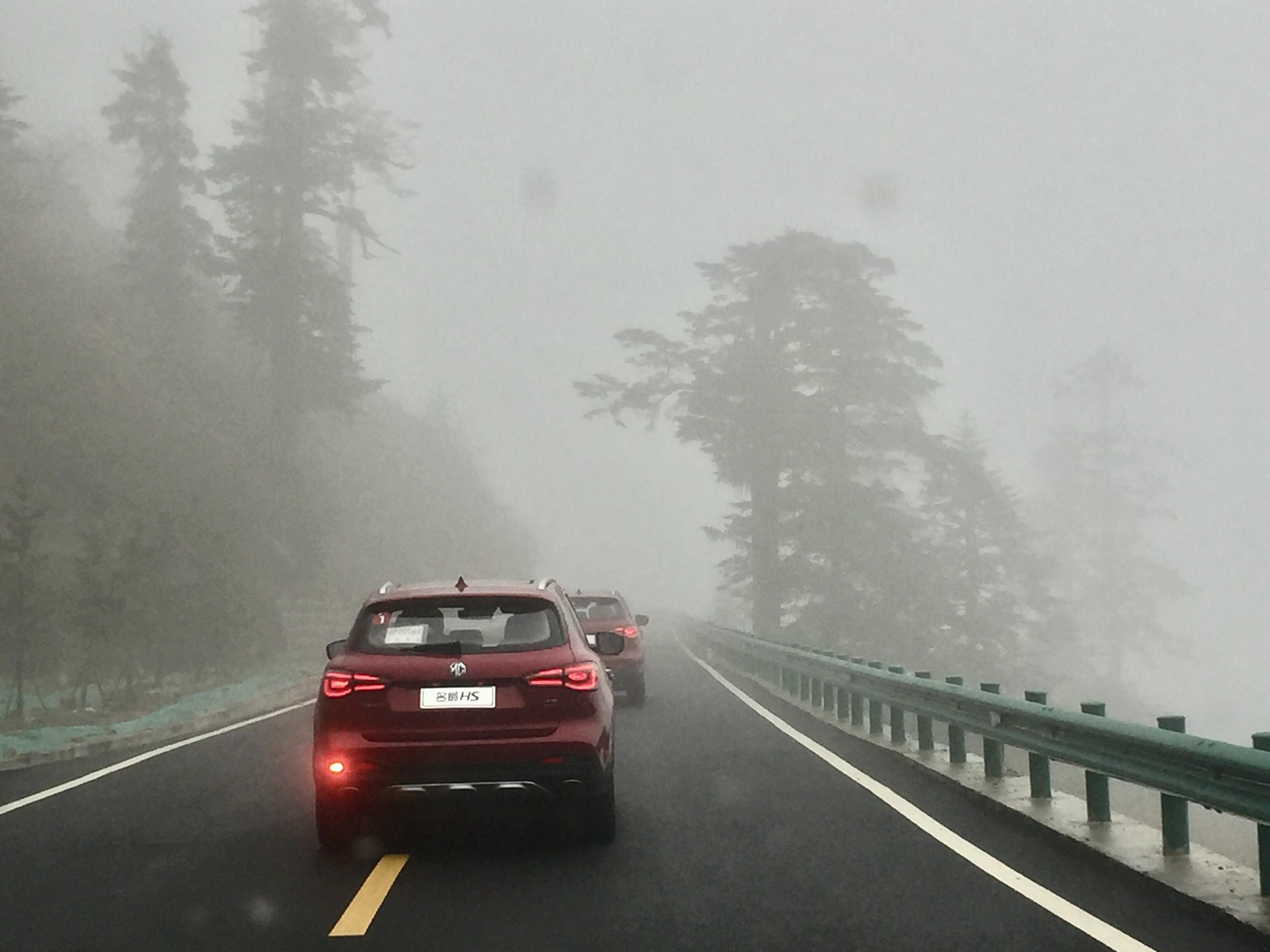 狂飙过雪岭 矫健如神豹—试驾高性能荷尔蒙SUV名爵HS_腾讯分分彩