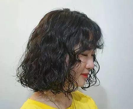 今年最流行的发型图片短发烫发 2018最新短发烫发小卷