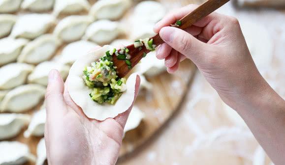 冬天用它包饺子贼香,比白菜便宜,比人参还补,全家吃少生病