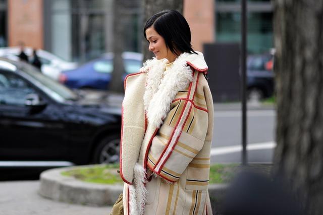 """個子矮的女生不能穿長大衣?看準這""""5點"""",照樣顯高顯氣質!"""