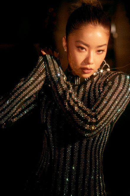 王菊出席活動,一襲萬鑽旗袍嫵媚霸氣,瘦下來的菊姐果然不一般!