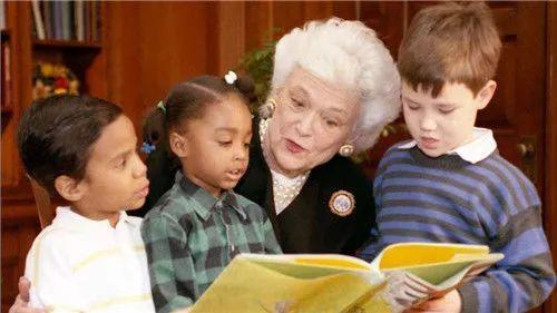 芭芭拉给孩子阅读
